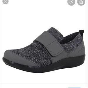 TraQ Qwik Alegria Walking Shoes Charcoal Gray
